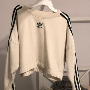 Cropped white and green adidas sweatshirt